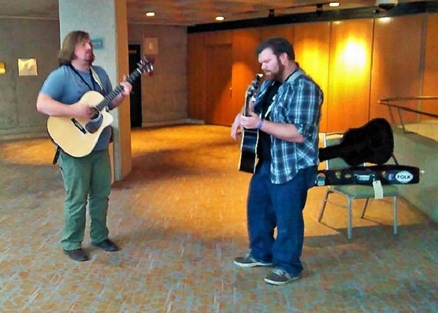 Folk Alliance International, Jamming in the lobby