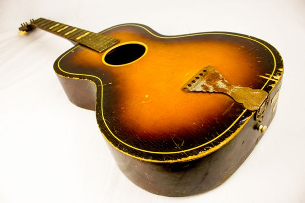 Paul-Simon's-first-guitar-2