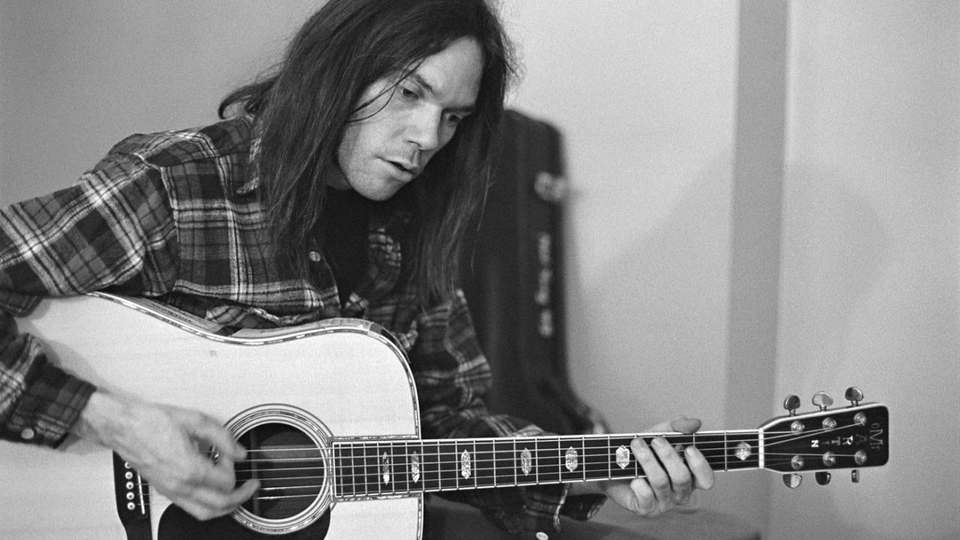 Video Lesson Learn Neil Youngs Simple But Singular Style