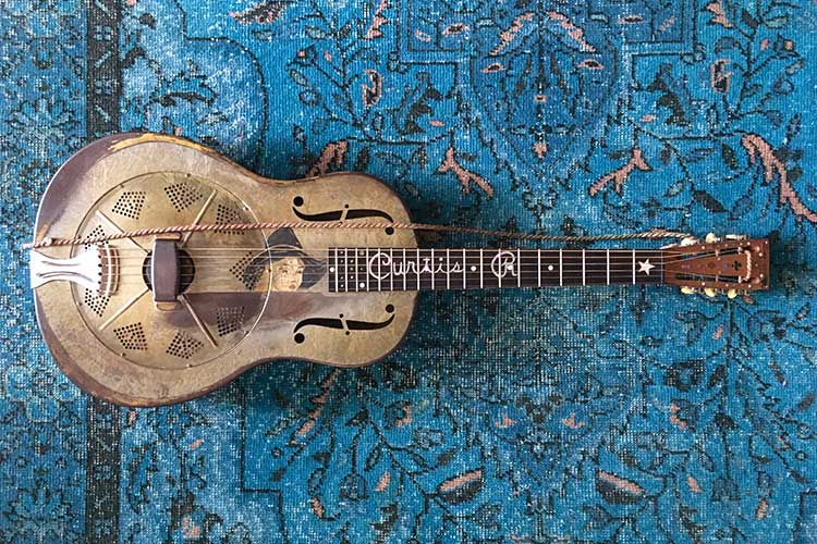 curtis_r_guitar