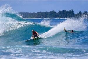 Surfer Pete Mendia Visits Kandui