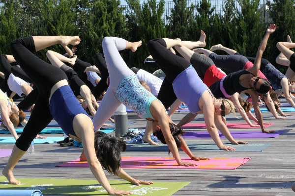 free yoga classes are offered throughout the city of pittsburgh