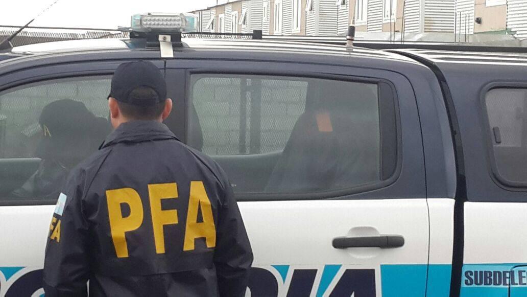 federal cheques detenido