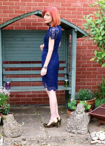 lace dress sleeve details