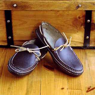 arrow canoe moccasins