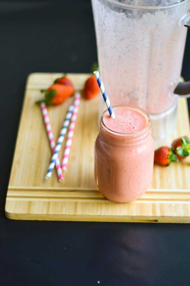 You won't believe the secret ingredient that gives this smoothie protein! Celebrating a week of smoothies with Williams-Sonoma
