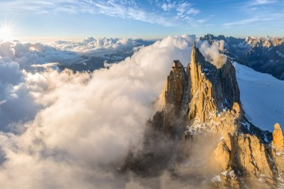 The peak of Aiguille du Midi wallpaper - Opera add-ons
