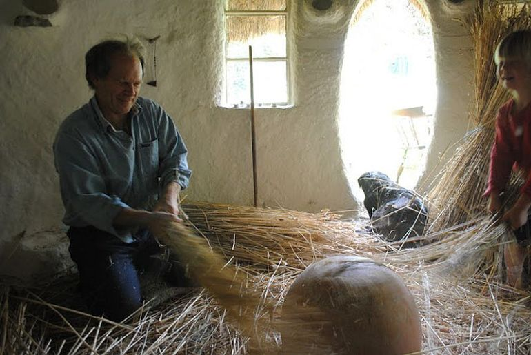 adelaparvu.com about Michael Buck s cob house, Photo Michael Buck2
