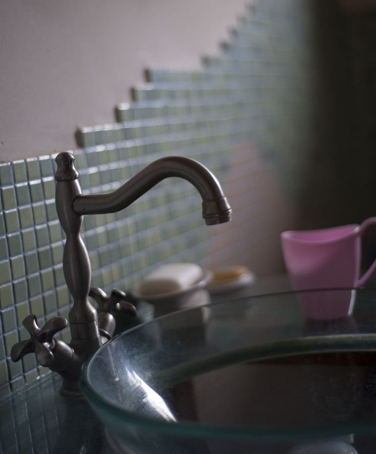 adelaparvu.com despre casa din chirpici la Ciolpani, Poiana Florilor, designer Elena Vasiliu arh. Raluca Suru, Foto Dragos Boldea (24)