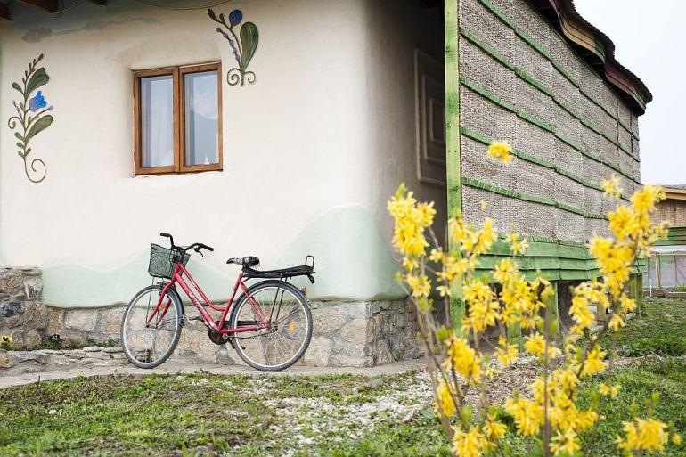 adelaparvu.com despre casa din chirpici la Ciolpani, Poiana Florilor, designer Elena Vasiliu arh. Raluca Suru, Foto Dragos Boldea (62)