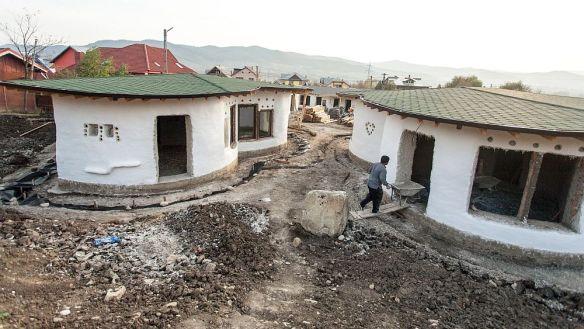 Cob Viilage Berca in faza de santier 2013, foto Mediafax