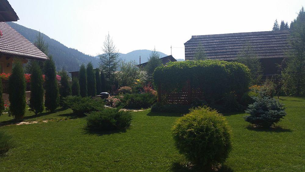 adelaparvu.com despre gradina in Bucovina, design Garden Green Campulung Moldovenesc, Foto Adela Parvu (8)