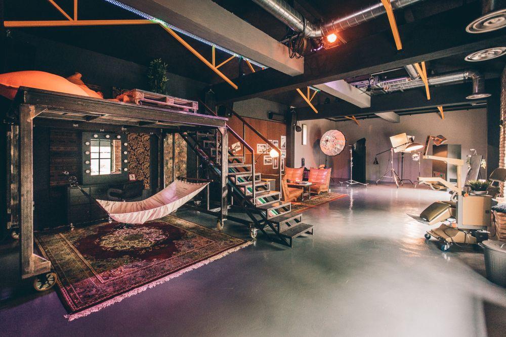 Dintr-o hală Andrei Nemirschi și-a făcut un super studio în Constanța