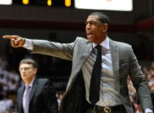 Kevin Ollie (Aaron Doster-USA TODAY Sports)