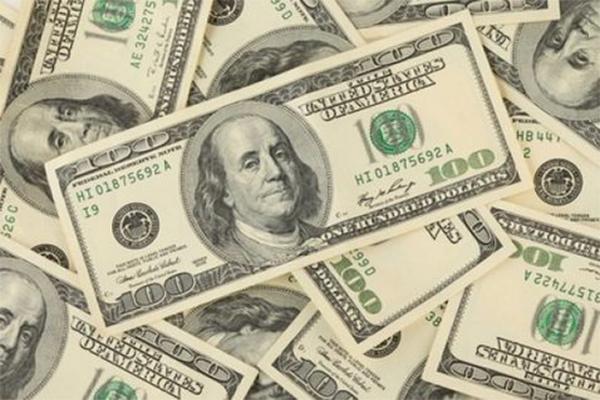 Dólar se vende hasta en 19.29 pesos en el AICM (12:00 h)