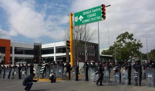 Policía Federal resguarda Ciudad Administrativa (12:30 h)