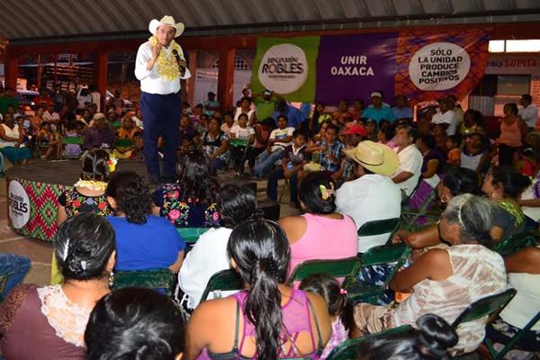 Se adhieren chontales perredistas al proyecto Unir Oaxaca de Benjamín Robles (14:50 h)