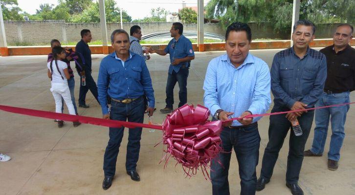 """Inauguran la reconstrucción del techado que beneficia a las escuelas """"Vicente Guerrero"""" y """"Ricardo Flores Magón"""" en Zaachila (18:30 h)"""