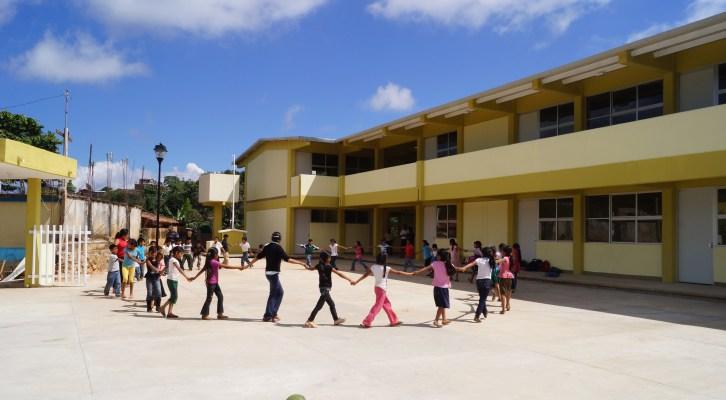 """Escuela Primaria """"Morelos"""" en Santa Catarina Loxicha, es muestra del cambio en infraestructura educativa: IOCIFED (17:30 h)"""