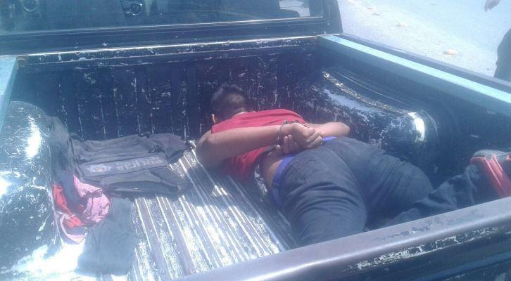 Cae menor de edad tras enfrentamiento con policías en Juchitán (13:20 h)