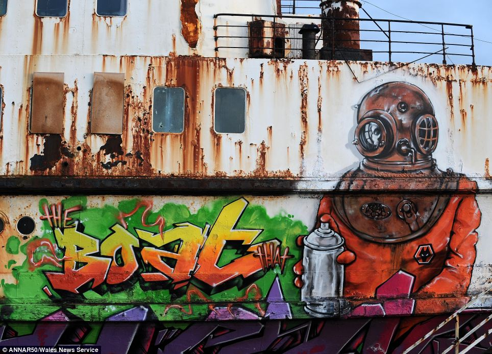 graffitishipwreck
