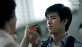 Tencent 2011 Chinese New Year Advertisement: Son pushes away mother at airport when leaving to study abroad.