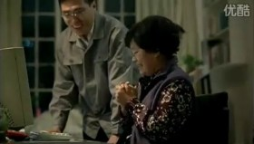 Tencent 2011 Chinese New Year Advertisement: Mother learning how to use computer and QQ instant messenger.