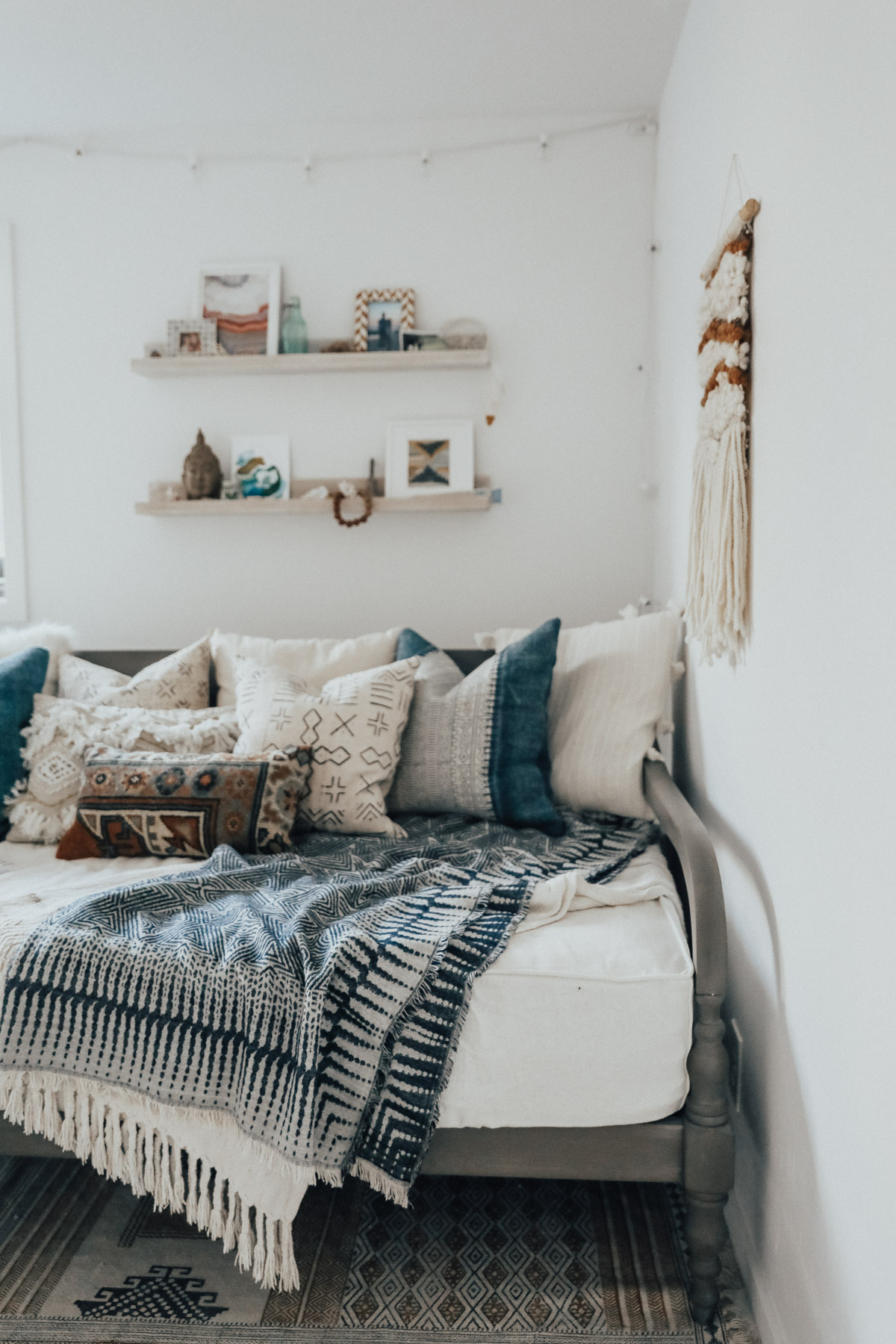 Grand World Market Daybed Lulu Georgia Pillows How To Style A Daybed Advice From A Twenty Something World Market Studio Daybed World Market Studio Daybed Slipcover houzz-03 World Market Daybed