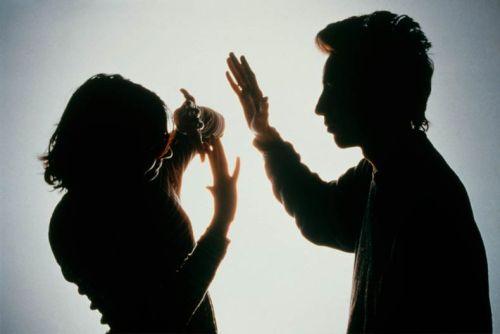 Domáce násilie