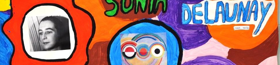 Cartaz da exposição sobre sonia Delaunay com círculos coloridos e foto da pintora