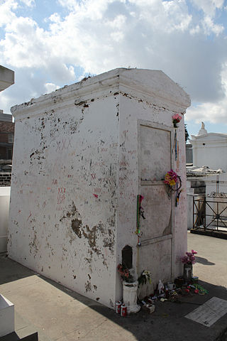 Tomb of Marie Leveau (Dan Soto at Wikimedia Commons, 2014)