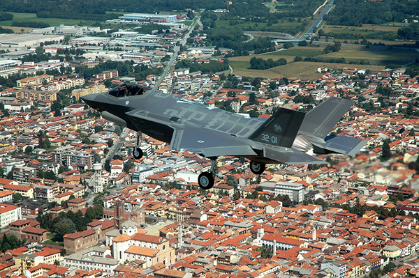 An Italian Air Force's F-35 during its first flight (Image:F-35 JPO)
