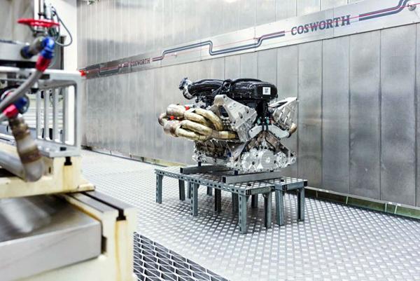Aston-Martin-Valkyrie-Engine-2-768x513