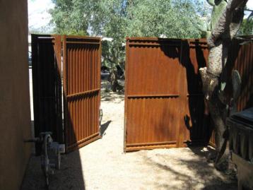corrugated_gates_004