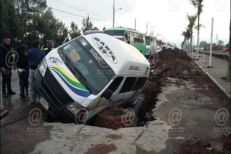 El hoyo pudo generarse por las recientes lluvias.