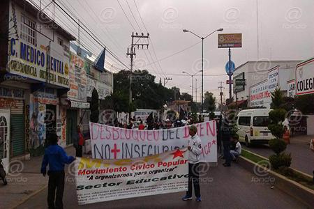 Los manifestantes esperan ser atendidos por las autoridades.