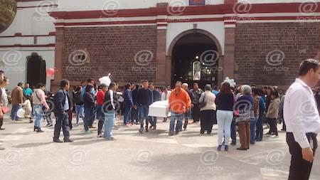 Sepultan al pequeño Santiago junto a su padre en Ecatepec
