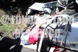 Mueren bebé y niña de 11 años en choque de auto y autobús de pasajeros en Edomex