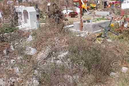 Muchos familiares no saben en qué parte del panteón están sus muertos.