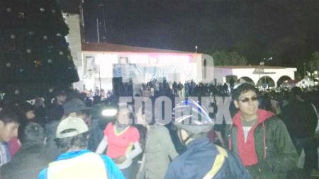 Elementos de Protección Civil también protestaron.