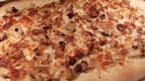 Garlic Chicken Pizza with Fingerling Potatoes (Photo Credit: Adroit Ideals)