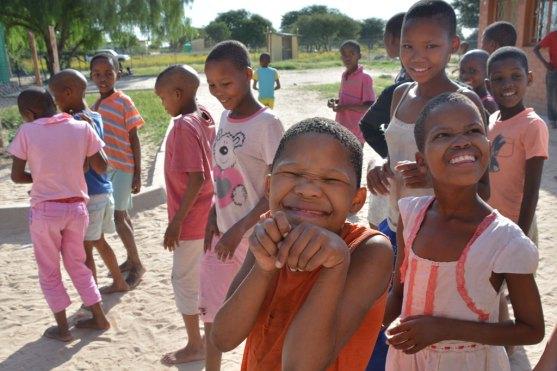 地方のホステルの子供達。国土が広く人口が少ないボツワナでは学校までが遠くて通えない子供はホステルという宿舎に集められ、長期休暇以外は親元を離れて生活する。もちろん問題がないとは言わないが、子供たちはたくましく生きている。