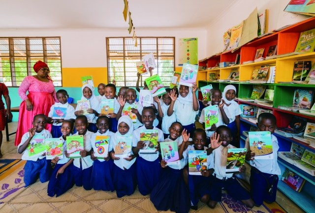 結婚式1組につき3ドルを寄付!幸せの連鎖でタンザニアに図書館を建設し、識字率向上を支援!