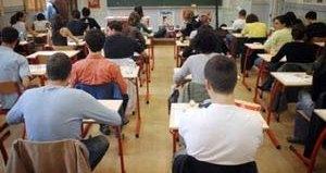 دعوة الطلبة المعنيين بالتسجيل الرابع الراغبين في الانتفاع بفرص الدراسة في مستوى المؤهل التقني السامي للاتصال بجامعاتهم
