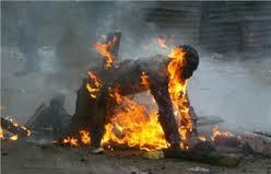 Un jeune homme s'est immolé par le feu dans le soir du lundi