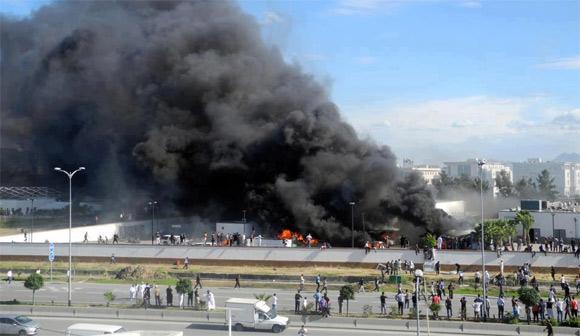 Les forces de l'ordre sont débordées face l'augmentation du nombre des manifestants rassemblés autour de l'ambassade américaine