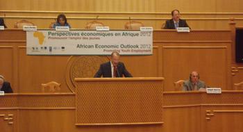 La promotion de l'emploi des jeunes dans la région de l'Afrique du Nord a fait l'objet d'une conférence régionale organisée