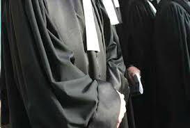 L'ordre des avocats s'est réuni en  assemblée générale exceptionnelle. IL s'agit  d'examiner la situation actuelle