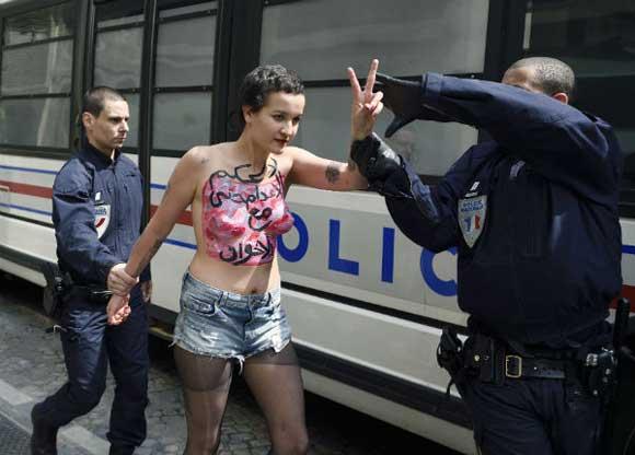 Trois activistes dont l'ex-Femen tunisienne Amina Sboui