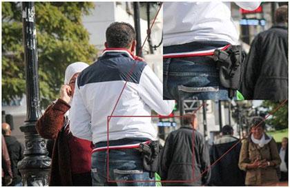 Une photo d'un jeune homme armé qui se promène à l'avenue de Habib Bourguiba